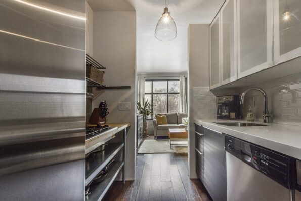 A clean and narrow kitchen
