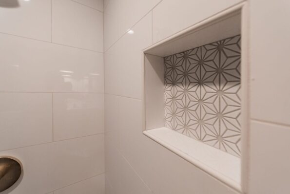 Shower storage with accent